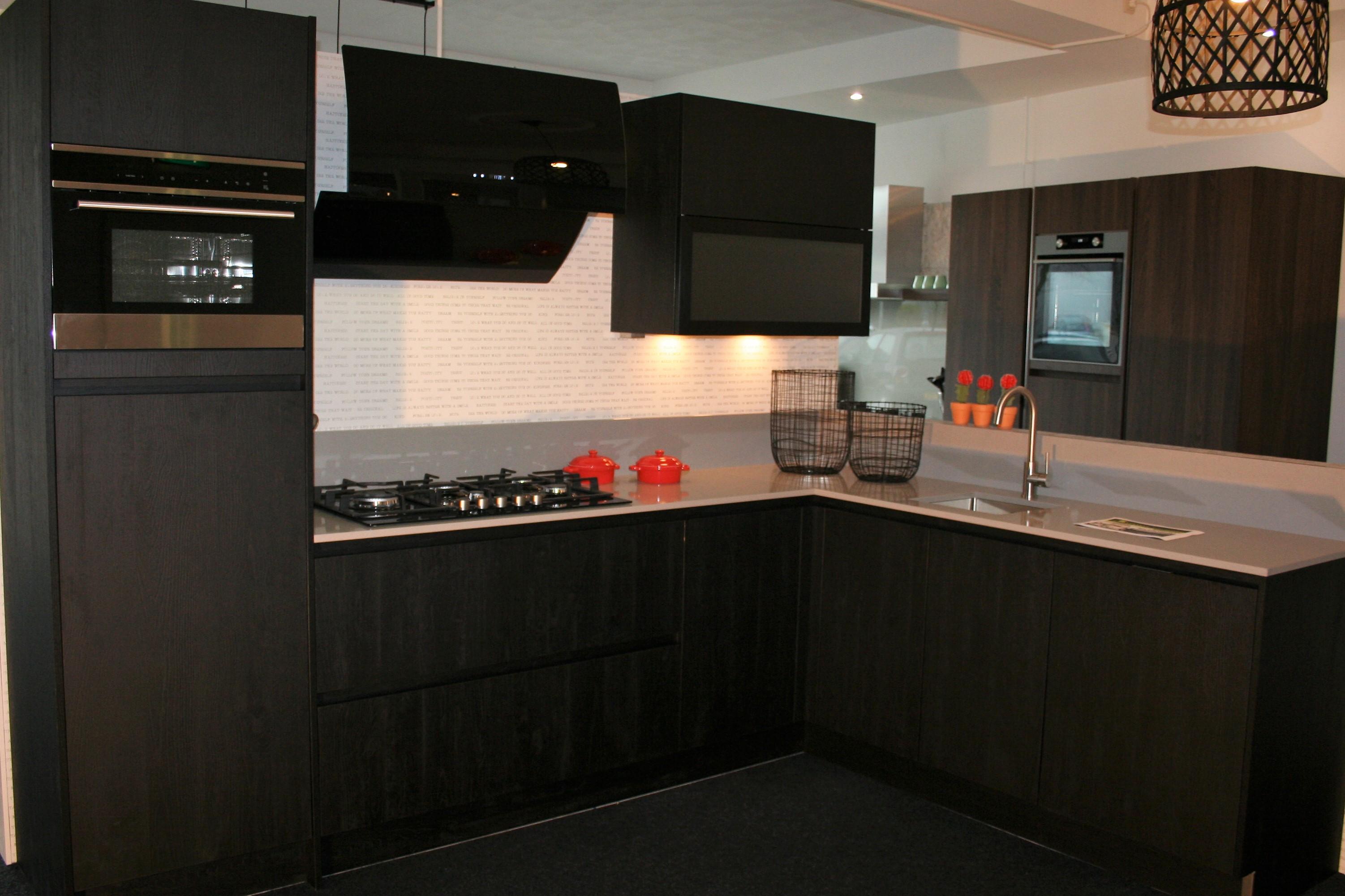 Modern Zwart Keuken : Showroom imming keukens